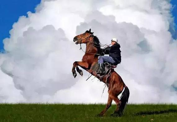 骑马穿越呼伦贝尔草原