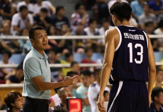 因为伤病和磨合的原因,深圳队季前赛表现并不理想