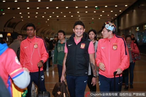 恒大全队抵达北京