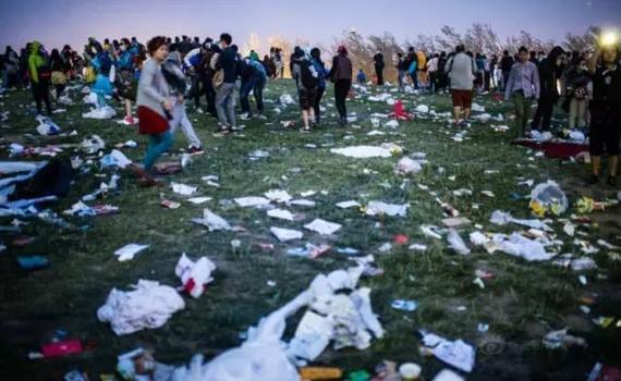 遍地垃圾的墨尔本杯赛马节