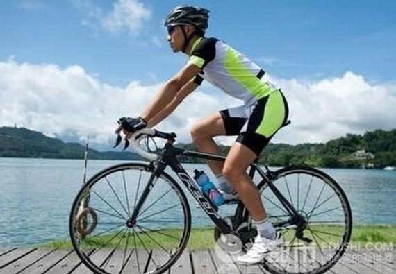 男子騎自行車超速吃罰單 環法沖刺時速可達78公里