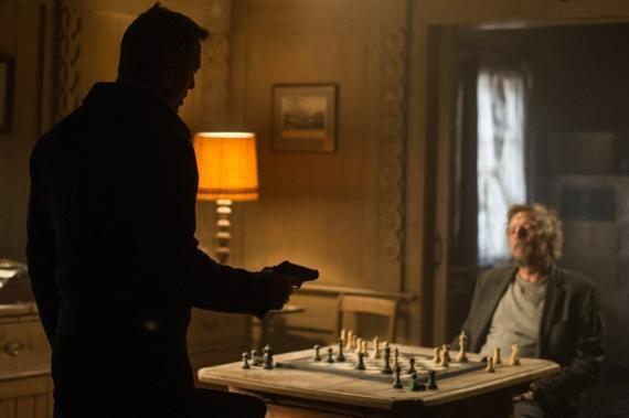《007:幽灵党》影片中邦德与宿敌怀特先生对阵
