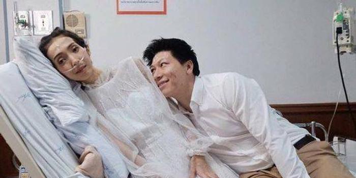 泰国小伙与癌症女友病房完婚 几天前新娘去世了
