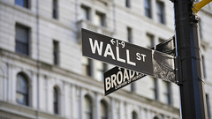 美经济专家:特朗普不懂贸易 美股崩盘不可避免