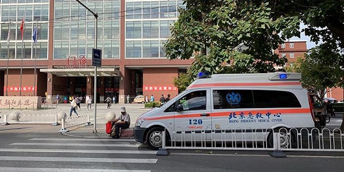 医院门口为什么总是拥堵?本质问题在于停车位少