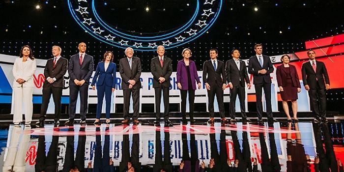 """美民主黨初選四辯:""""出頭鳥""""和特朗普同遭圍攻"""