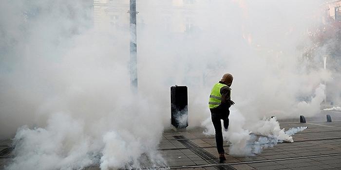 """""""黄背心""""声势渐衰 他们对法国意义何在?"""