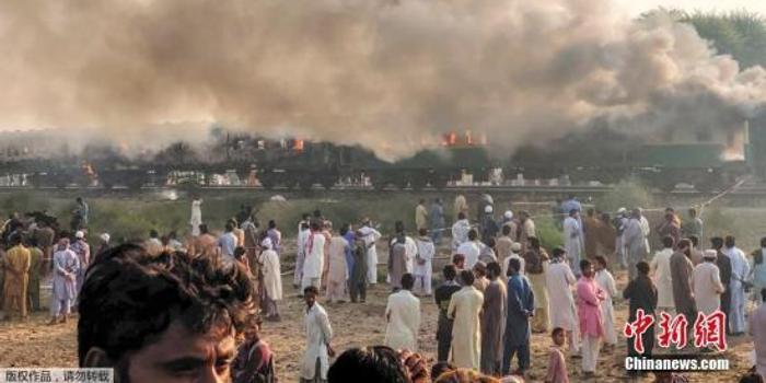 巴基斯坦列车大火已导致74人死亡 另有44人受伤