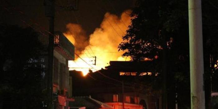 冲绳首里城火灾:保安确认正殿起火 主要设施全毁