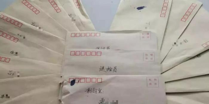 病人去世后 家属将29个装着钱的信封送到医院(图)