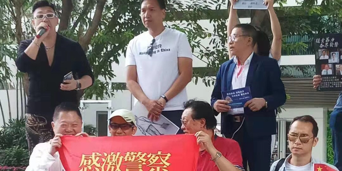 """香港发起""""支持港警止暴制乱""""活动 外国人也参加"""
