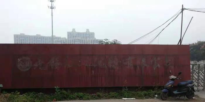 无锡侧翻桥超载车辆所属公司老板被警方带走调查