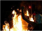 暴乱席卷加泰罗尼亚:蒙面示威者聚集街头,纵火破坏公共设施