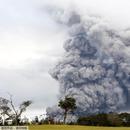 """夏威夷火山活动加剧 喷出岩块""""如微波炉大小"""""""