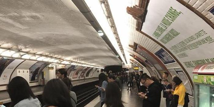 抗议退休金改革 巴黎现12年来最严重公共交通罢工