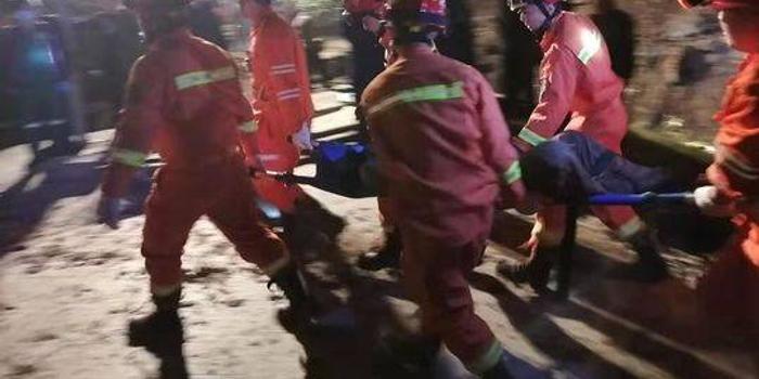 四川夹江湿地公园工地塌方 2名被埋工人确认死亡