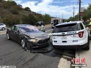 又出事!特斯拉汽车自动驾驶行驶撞上停泊警车