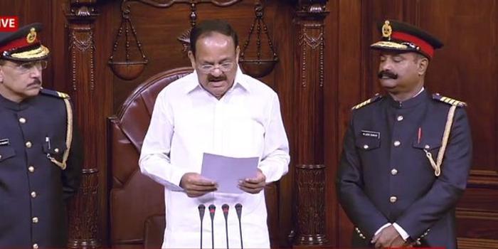 印度议会冬季会议举行 工作人员穿军装被指违法