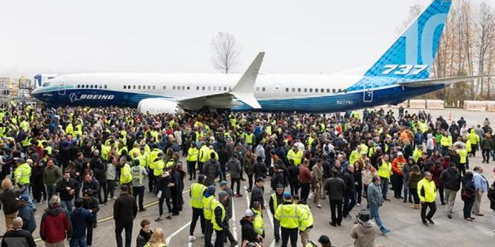 波音737MAX10首秀:可容纳230名乘客 明年首飞