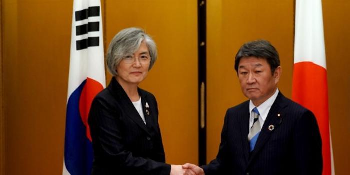推迟终止韩日军情协定后 日韩外长首次举行会面