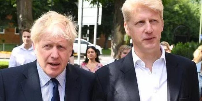 英首相弟弟辞职前被妻子下最后通牒:选你哥OR我?