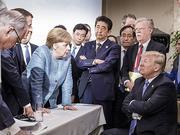 遭人围堵、迟到被瞪、手被捏白 G7峰会川普很尴尬