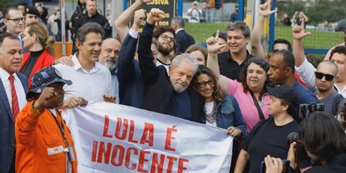 外媒:巴西前总统卢拉出狱引关注