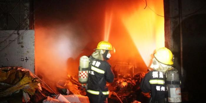 搜救被困群众时被压 26岁消防员张伟杰壮烈牺牲