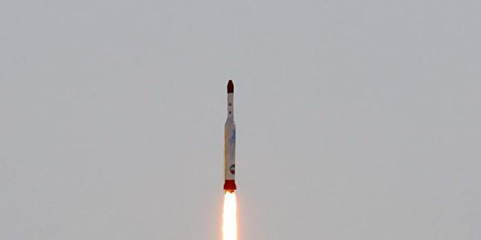 伊朗总统称将于近期用国产火箭发射2枚卫星