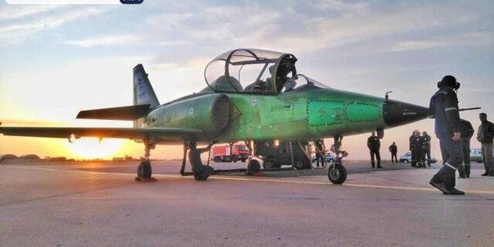 伊朗公布一款自主研發的超音速高級噴氣式教練機