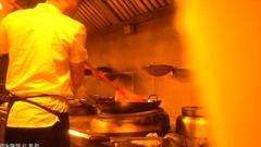 俏江南黑厨内幕:厨师用扫把洗锅 臭鱼冒充活桂鱼