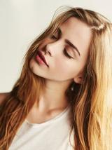 别纠结染什么发色 看看时髦又迷人的显白发色