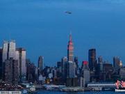 纽约帝国大厦点亮彩灯庆祝中国狗年春节(图)