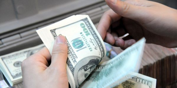 """瑞银报告显示:""""巴菲特们""""正在增持现金"""