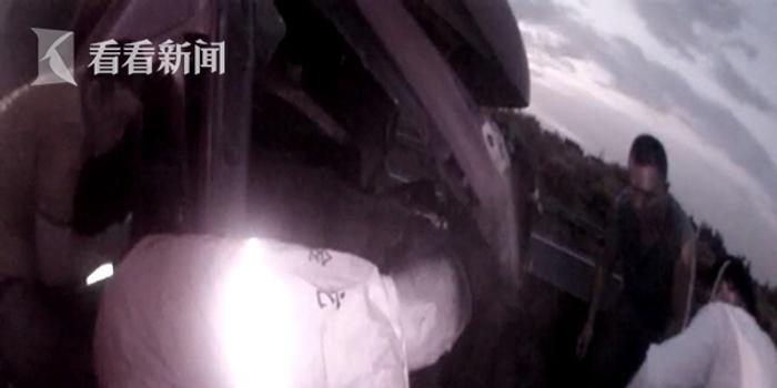 视频|一个杯盖引发的车祸!为捡杯盖高速追尾 车头全毁碎片横飞