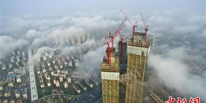 """雨后大雾弥漫 南京变身""""天空之城"""""""