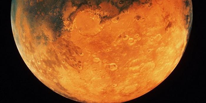美国副总统彭斯 美国将重返月球 强调 美国必须像在地球一样主宰太空