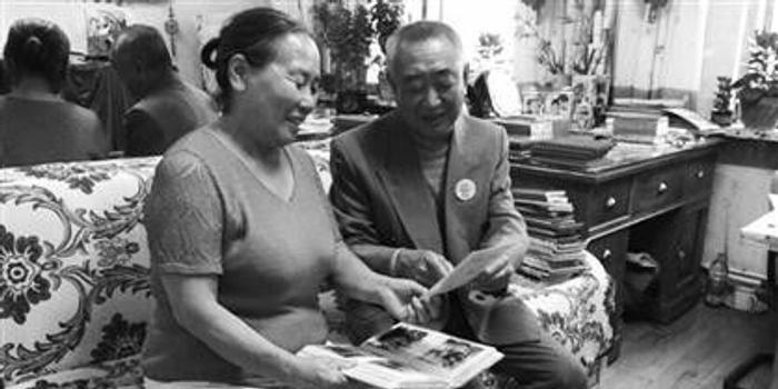 感动 老人践行恋爱承诺带妻子游全国,写200万字旅游日记图片