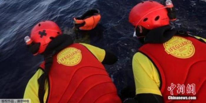 载有难民船只在希腊海域沉没 1人死亡多人失踪