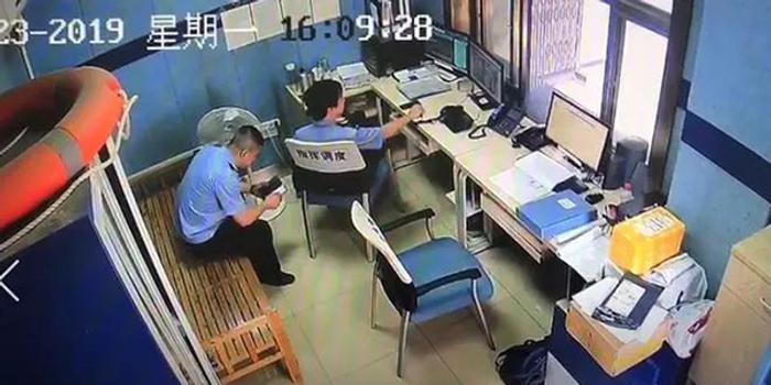 逃犯到派出所开无犯罪证明 被警察直接带入审讯室