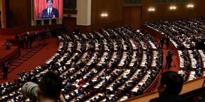栗战书:去年常委会会议出席率保持在98%以上