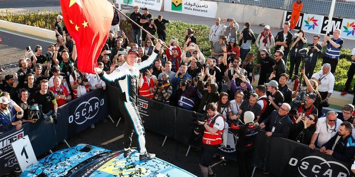 中国赛车首拿世界顶级冠军 外国车挥五星红旗被酸