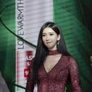 林志玲穿低胸裙秀傲人身材,但僵硬的臉粗壯的腰差點讓人認不出