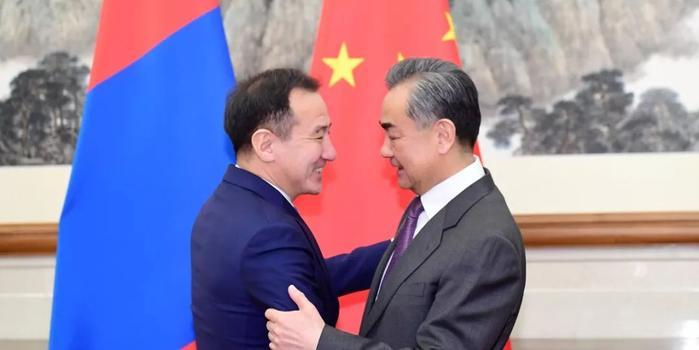 王毅同蒙古国外长朝格特巴特尔举行会谈