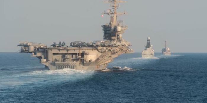 美航母部署中东半年首进波斯湾 穿越海峡画面曝光