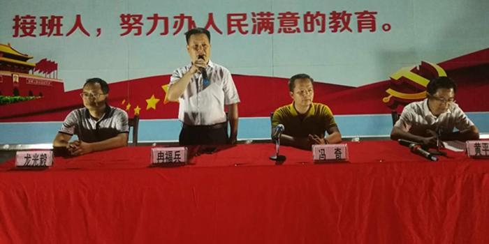 高院扶贫工作队员到乐业县中学开展法制宣传教育活动