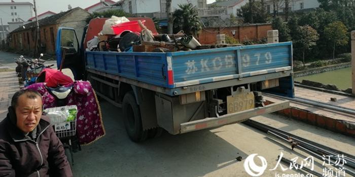 扬州两考古队员被城管殴打 目击者:制止都拦不