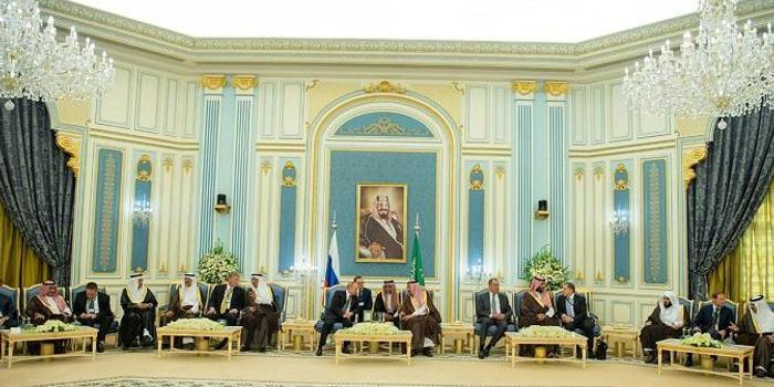 沙特与俄罗斯签署一系列合作协议 总额近百亿美元