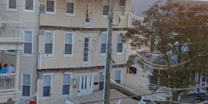 美国一楼房三层甲板倒塌:已致22人受伤 含儿童