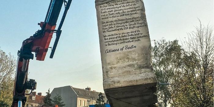 德国组织将柏林墙残骸赠予特朗普:没有墙能永远屹立